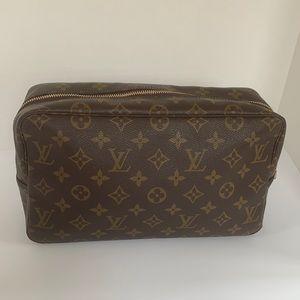 💯 authentic Louis Vuitton Trousse 28